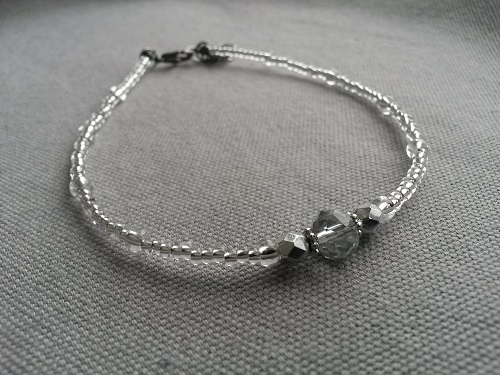 Anklet adjustablein silver and transparent glass beads