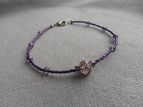Anklet adjustable in purple glass beads