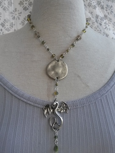 Short Y-necklace pendant with dragon glass beads in the chain