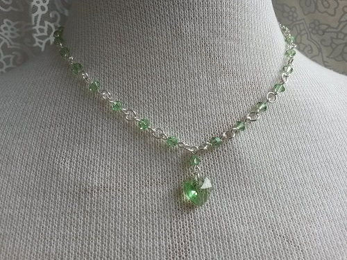 Short peridot Swarovski necklace with heart pendant
