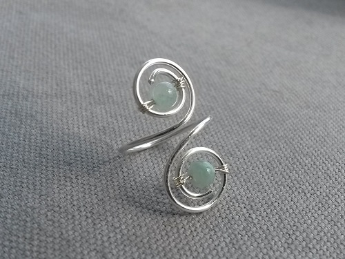 Cute Jade toe ring in light cyan and silver