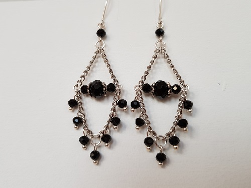 Dangle earrings with glass beads in black