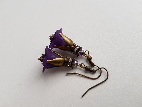 Dangle light earrings with purple flower and bronze