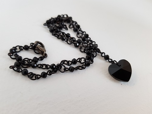 Necklace black pendant heart glass beads in the chain