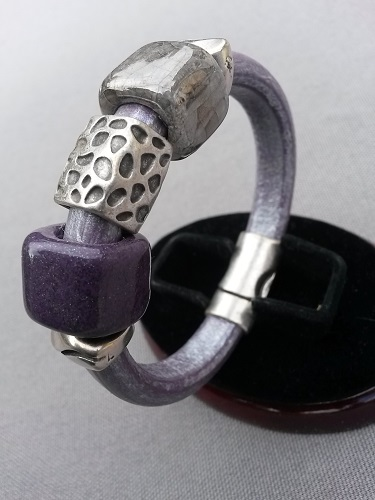 Purple Metallic regaliz leather bracelet