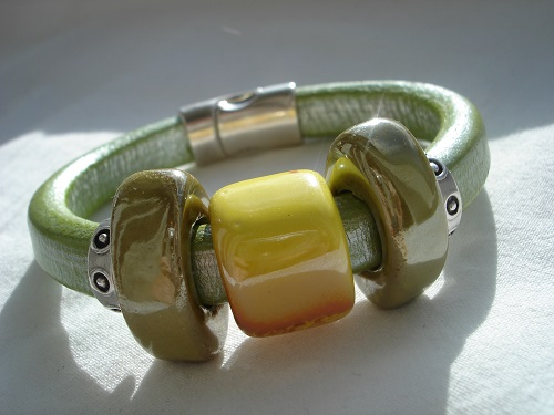 A trendy Regaliz bracelet in shades of green