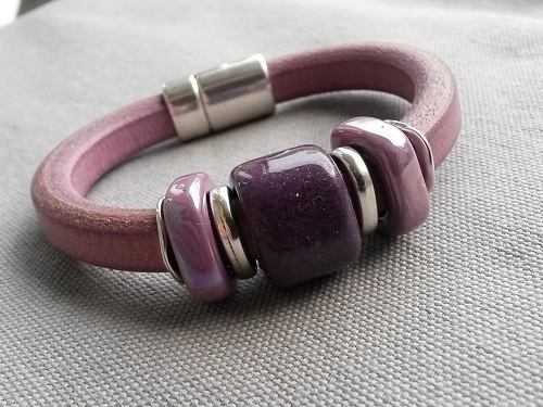 A leather bracelet made of regaliz in shades of purple