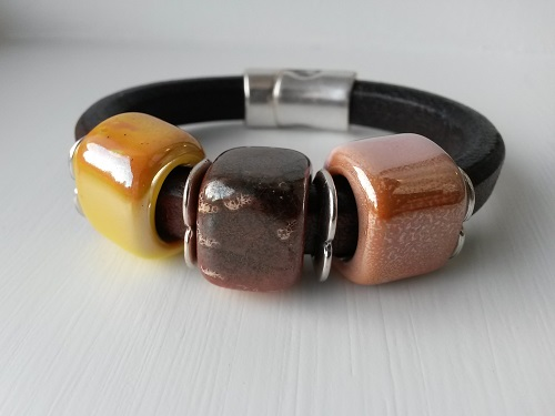 Thick regaliz leather bracelet in brown yellow orange silver